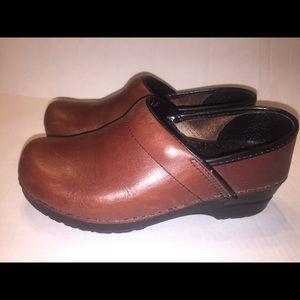 Dansko Womens Professional Brown Clogs 7